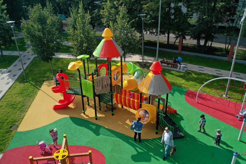 Пластиковые детские площадки.jpg